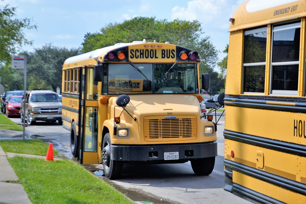 How and When Should School Bus Drivers Communicate Back To The Parents