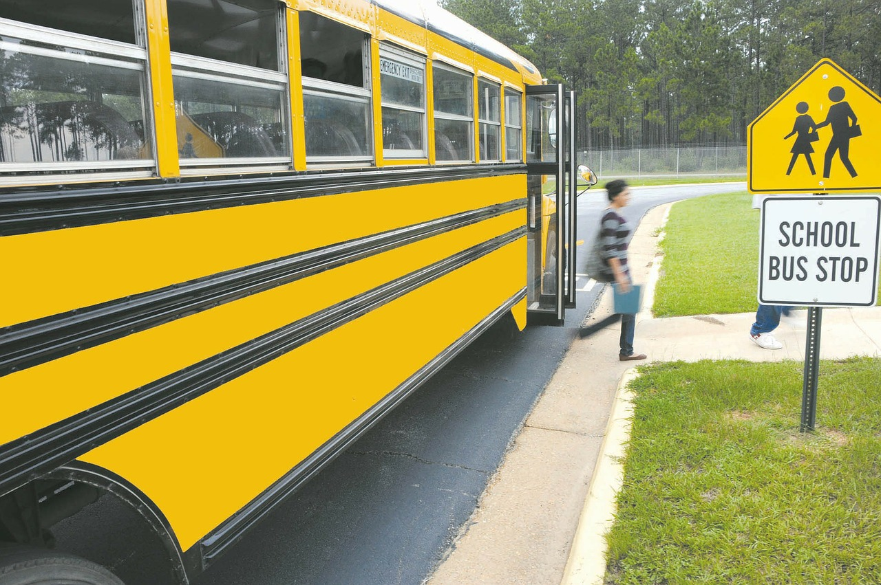 What School Transport Features Should School Administrators Look For?